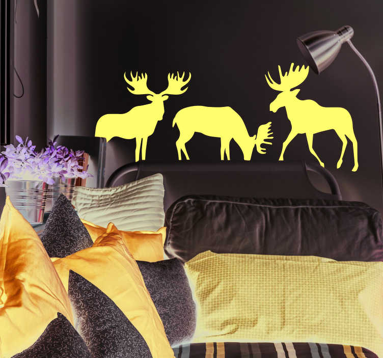 TenStickers. Sticker Maison Silhouettes d'élans. Les silhouettes d'élans à la couleur personnalisable de ce sticker donneront une ambiance de nature à vos murs, peu importe leur couleur.