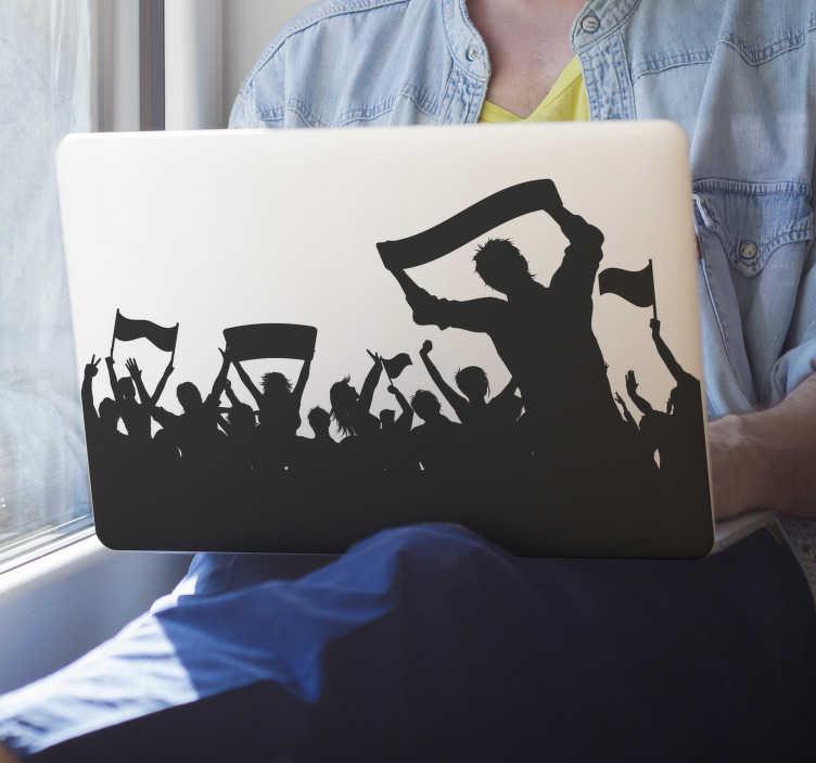 TenStickers. Laptop sticker Silhouette voetbalfans. Coole silhouette voetbalfans laptopsticker, ideaal voor als kinderen laptopsticker voetbal. Voetbal laptop stickers in alle maten en kleuren!