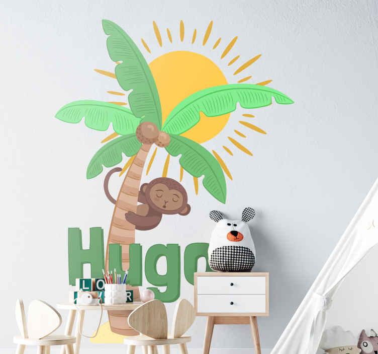 TenVinilo. Vinilo pared dibujo palmera con nombre. Vinilo ideal para personalizar una habitación infantil formado por la ilustración de un mono colgado en una palmera. +50 Colores Disponibles.