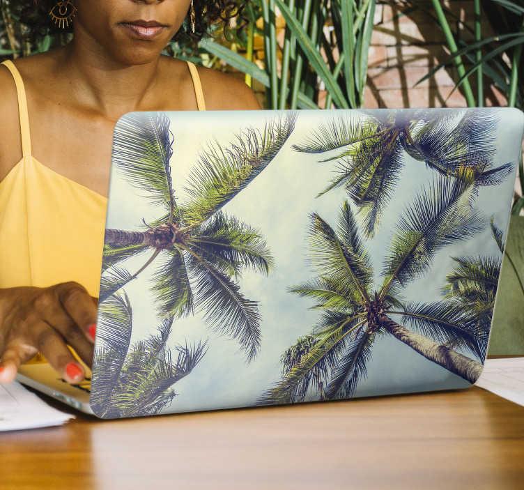 TenVinilo. Vinilo para portátiles paisaje palmera. Original pegatina ideal para renovar o decorar un portátil o tablet formada por el diseño de un paisaje de palmeras. +50 Colores Disponibles
