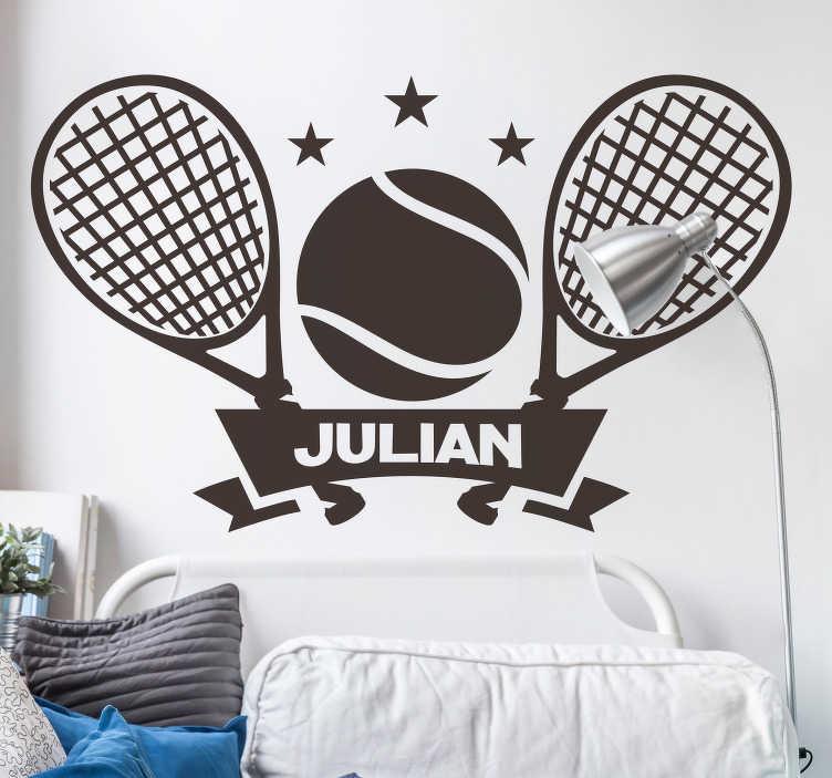 TenVinilo. Vinilo frase Tenis Personalizable. Fantástica pegatina personalizable juvenil formada por la ilustración de una pelota y dos raquetas de tenis. +10.000 Opiniones satisfactorias.