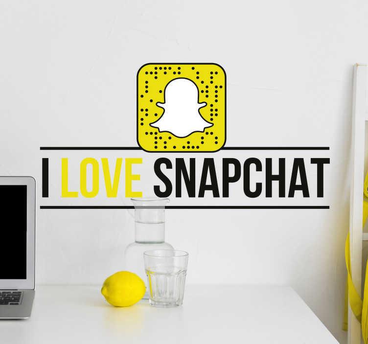"TenStickers. 我喜欢snapchat商业贴纸. 你每天都在使用snapchat吗?然后,你会喜欢这个文字贴纸""我喜欢snapchat"",适合你的室内或办公室。"