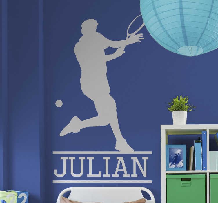 TenStickers. Sticker Sport Joueur de Tennis avec Prénom. Cet autocollant sport représente une silhouette de joueur de tennis en pleine action, pour une atmosphère dynamique dans une chambre d'ado !