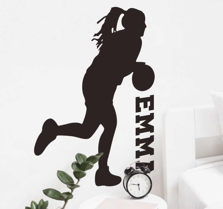 TenVinilo. Vinilo pared jugadora de basquet con nombre. Fantástica pegatina personalizable para habitación juvenil formada por la ilustración de una jugadora de básquet. Fácil aplicación y sin burbujas.