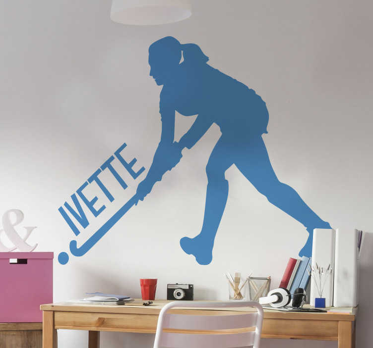 TenStickers. Adesivo murale giocatore di hockey. Adesivo da parete per sport hockey con il design di un giocatore con un nome personalizzato. Fornire qualsiasi nome necessario per la progettazione. Disponibile in qualsiasi dimensione richiesta.
