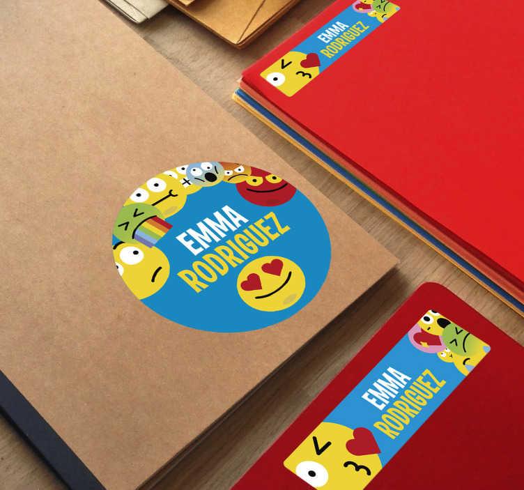 TenStickers. Autocollant éducatif pour les cahiers des jeunes. Autocollant de carnet personnalisable pour les enfants. Un design avec des emojis drôles à placer sur des livres. Indiquez le nom requis. Nécessaire pour la conception.
