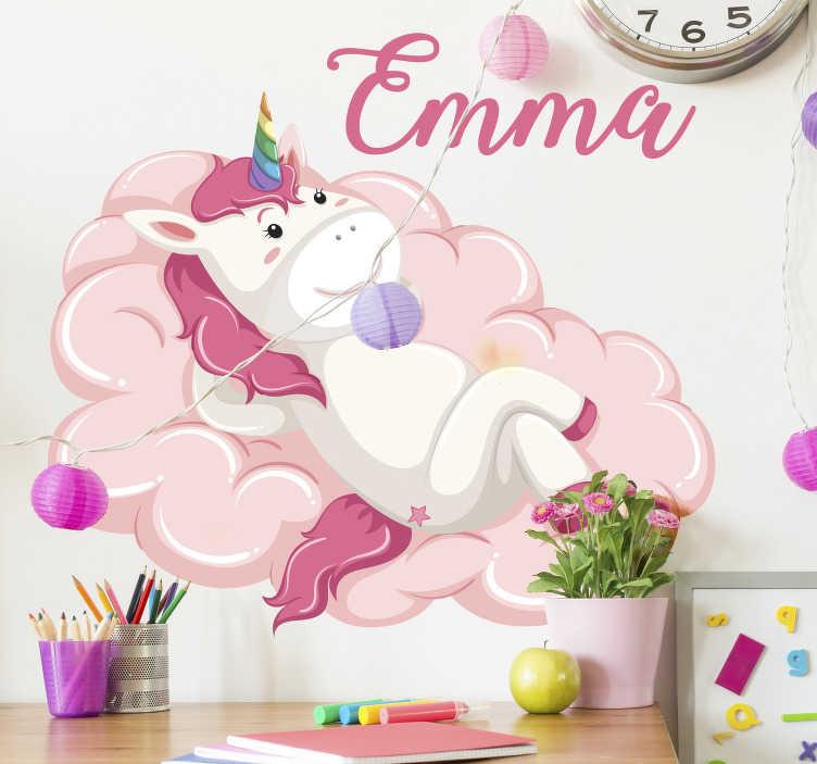 TenVinilo. Vinilo infantil unicornio en la nube con nombre. Pegatina adhesiva infantil formada por la ilustración de un unicornio tumbado en una nube de color rosa. Fácil aplicación y sin burbujas.