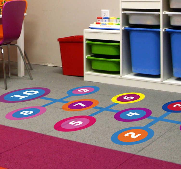 TenStickers. Naklejka na ścianę dla dzieci Gra w klasy. Oryginalne naklejki podłogowe jako naklejki gry na podłogę. Sprawdź nasze ciekawe naklejki na podłogę do pokoju dziecięcego jak tak gra w klasy.