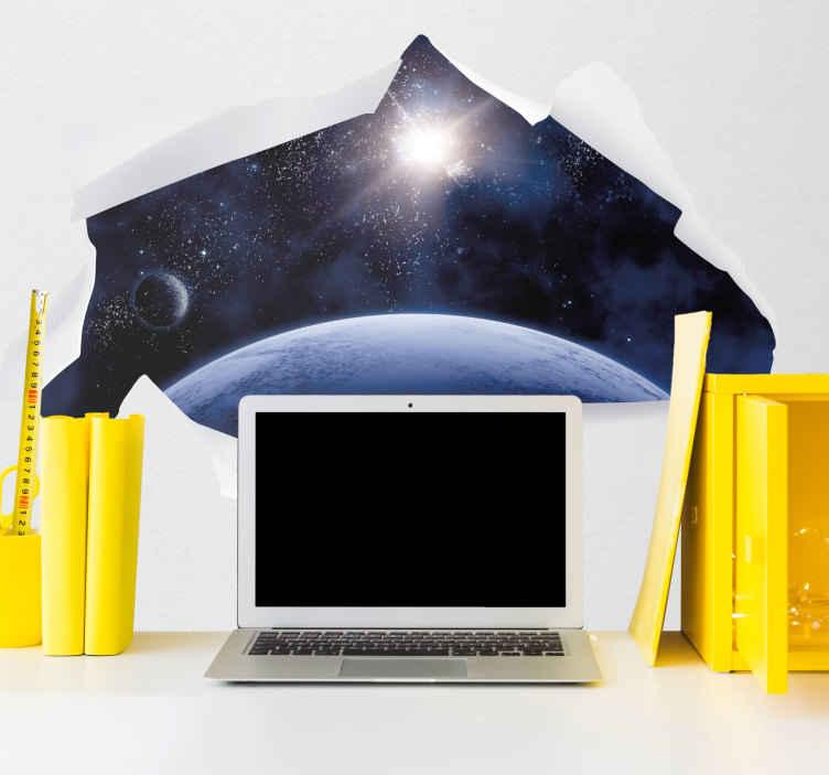 TenStickers. Stickers Trompe l Oeil Univers 3D. Les mystères de notre Univers vous fascinent ? Vous allez adorer cet autocollant trompe-l'oeil représentant une magnifique vue de l'Univers !