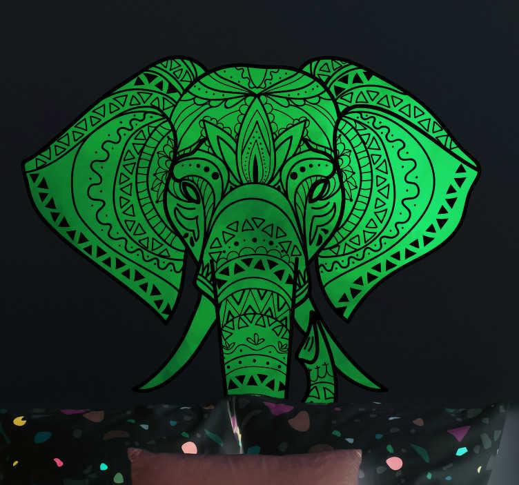 TenStickers. Muurstickers dieren bohemian olifant. Deze bohemian olifanten wanddecoratie is de perfecte interieure decoratie voor mensen die hun persoonlijke ruimte een hippe look willen geven.