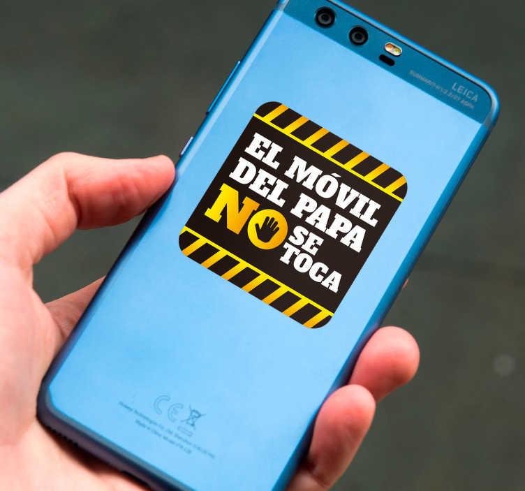 """TenVinilo. Vinilo frase el movil de papa no se toca. Pegatina para un teléfono de la marca Huawei formada por una señal de advertencia con el texto """"El móvil de papa no se toca"""". Precios imbatibles."""
