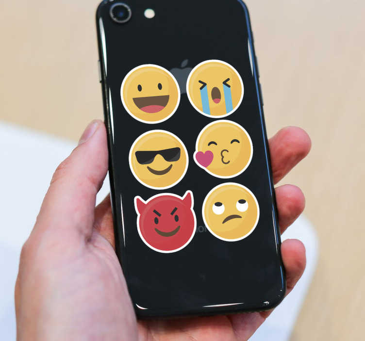 TenStickers. Autocollant professionnel Émoticones. Cet adhésif pro pour le dos de votre iPhone, qui se compose de plusieurs émoticones rigolos, donnera à coup sûr le sourire à votre entourage.