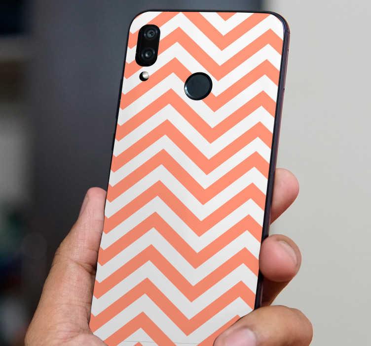 TenStickers. Zic-zac线条华为贴纸. 这款华为贴纸代表了一些白色和粉红色的zic-zac系列,这款装饰贴纸非常适合你的华为手机背面。