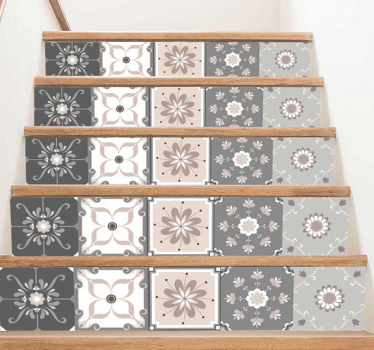 TenStickers. 波西米亚风格花卉楼梯贴纸. 这个边框贴纸代表了几种波西米亚风格。一个美丽的花卉贴纸,将给您的客人和家人留下深刻印象。