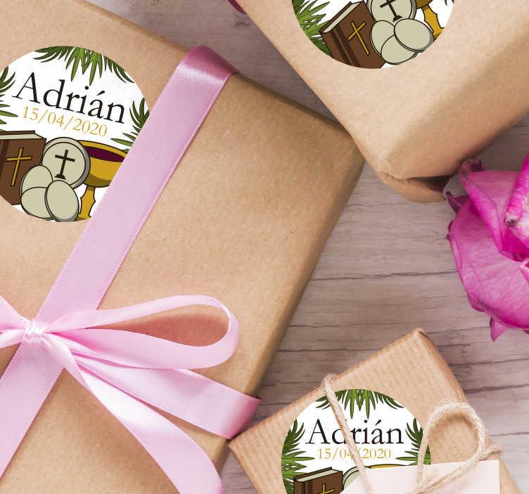 TenVinilo. Pegatina detalles regalo comunión con nombre. Pack formado por 20 pegatinas de comunión con el nombre del pequeño y la fecha del acontecimiento. Atención al Cliente Personalizada.