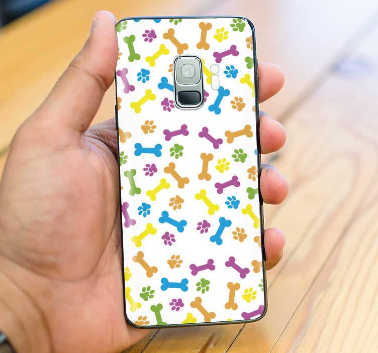TenVinilo. Vinilo dibujo patrón huesos coloridos. Pegatina para la superficie trasera de tu Samsung formada por un estampado de huellas y huesos de perro de colores. +50 Colores Disponibles.