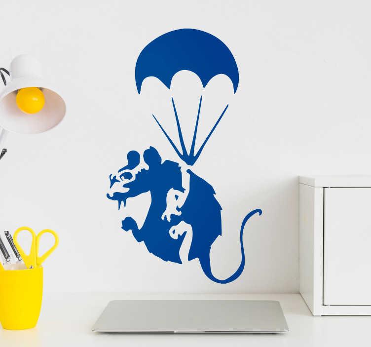TenStickers. Sticker Original rat avec parachute. Cet autocollant dessin représente un rat parachutiste en train de lentement descendre. Un graphisme étonnant, que vous pourrez customiser.