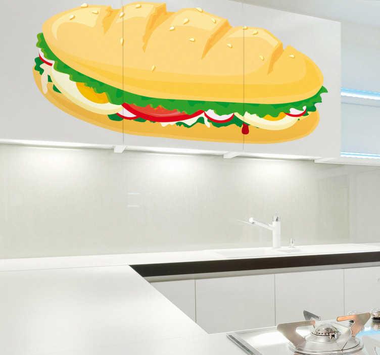 TenStickers. Naklejka bagietka z warzywami. Naklejka dekoracyjna przeznaczona do aplikacji na ścianach w kuchni, pułkach oraz wyposażeniu kuchennym. Obrazek przedstawia apetyczną kanapkę wypełnioną warzywami.