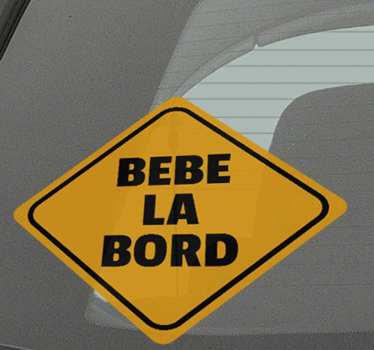 """TenStickers. Bebe la bord autocolant. Un genial autocolant """"baby on board"""" care vă va permite să informați alți șoferi că călătoriți cu copilul dumneavoastră. Autocolante personalizate."""