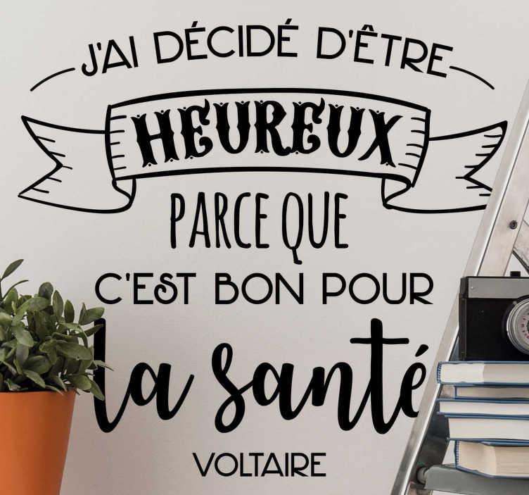 TenStickers. Sticker Maison citation de Voltaire. La citation de Voltaire représentée sur ce sticker texte vous encouragera quotidiennement à embrasser le bonheur ! Envoi Express 24/48h.