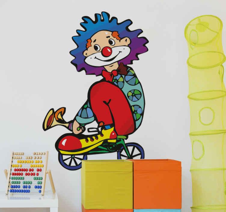 TenStickers. Sticker clown minifiets. Een vrolijke muursticker van een clown op een minifiets, leuk voor in een kinderkamer of babykamer, laat uw kind dagelijks lachen met deze sticker.