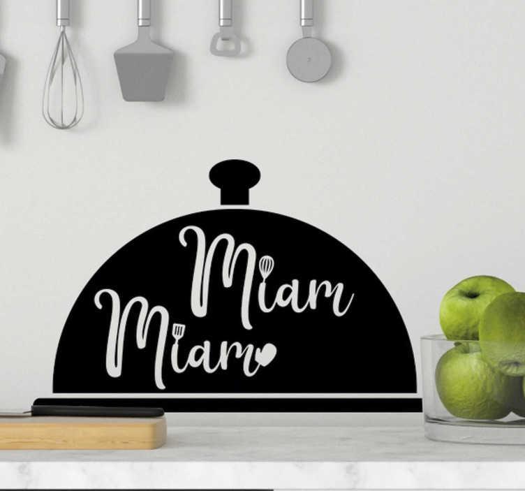 """TenStickers. Sticker Maison cuisine miam miam. Ce sticker mural cuisine représente un plateau de chef cuisinier, agrémenté de l'onomatopée """"miam miam"""" : un design qui vous régalera !"""