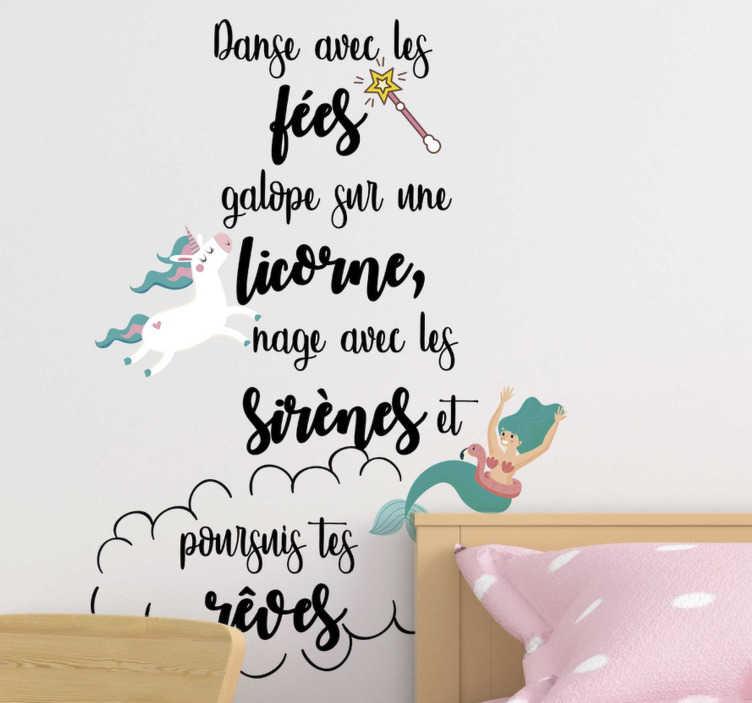 TenStickers. Sticker Chambre Enfant Poursuis tes rêves. Ce magnifique sticker texte accompagné d'illustrations encouragera votre enfant à poursuivre ses rêves, quels qu'ils soient !