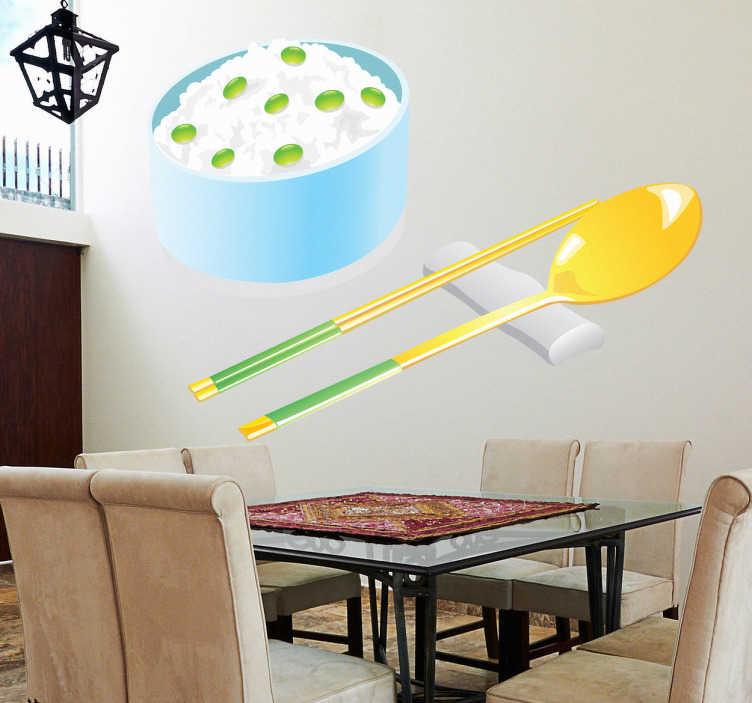 TenStickers. Sticker Chinees rijst. Breng het Chinese sfeer naar jouw woning dankzij deze muursticker met een typsich Chinees gerecht geserveerd met stokjes en een lepel.