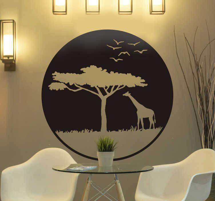 TenVinilo. Vinilo pared árboles y animales sabana. Pegatina redonda con el diseño de un paisaje de la sabana africana con el hueco de un árbol, una jirafa y pájaros. Descuentos para nuevos usuarios.