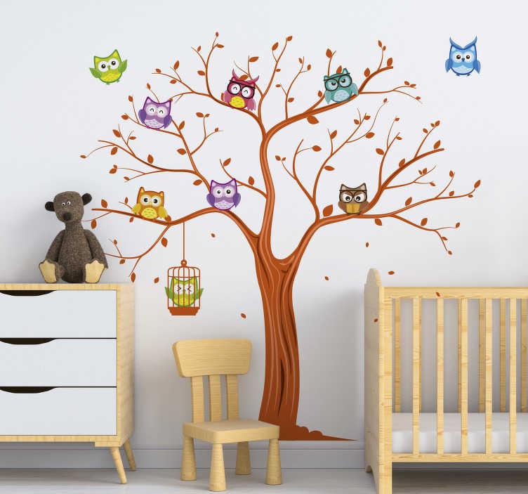 TenVinilo. Vinilo infantil búhos de colores en árbol. Original mural infantil formado por el dibujo de un árbol y un pack de 9 búhos en diferentes colores. Fácil aplicación y sin burbujas.