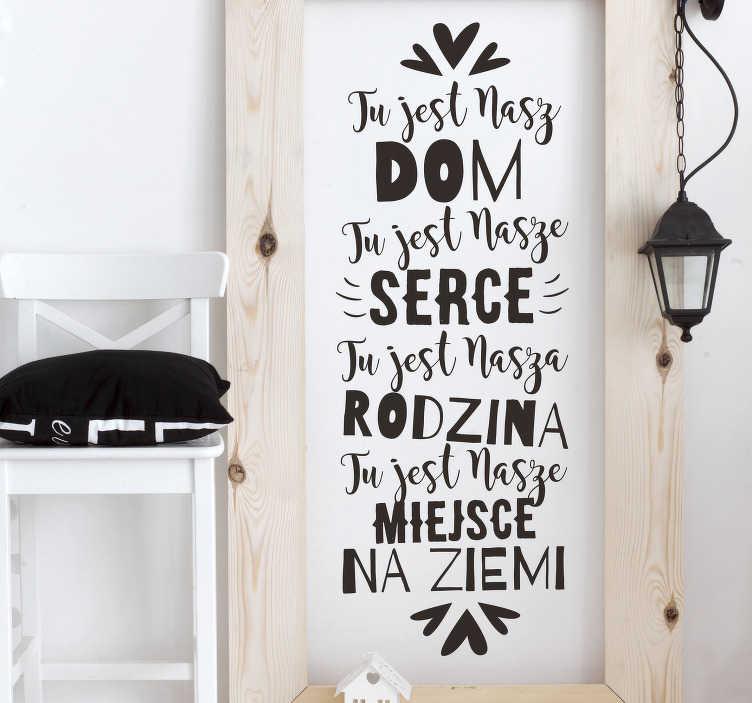 TenStickers. Naklejka na ścianę do domu Nasz dom. Napisy na ścianę do salonu jako dekoracje na ścianę to wspaniały pomysł na dekoracje salonu lub przedpokoju w twoim domu.