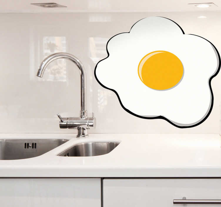 TENSTICKERS. 揚げた卵の台所用ステッカー. キッチンステッカー - あなたの台所のためのオリジナルの装飾のアイデア、この揚げた卵の日当たりの良い側をアップ。あなたのキッチンやカフェで幸せな気分を作成するのに最適な白と黄色の活気に満ちた揚げた卵を示すこの食品の壁のステッカーであなたの朝のルーチンを明るくする。