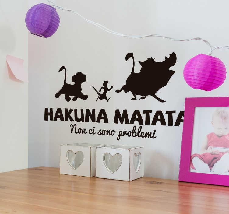 """TenStickers. Adesivo murale Hakuna Matata. Decora la cameretta di tuo figlio con questo adesivo murale bambino, con la scritta """"Hakuna Matata, Non ci sono problemi"""" e la sagoma dei 3 personaggi"""