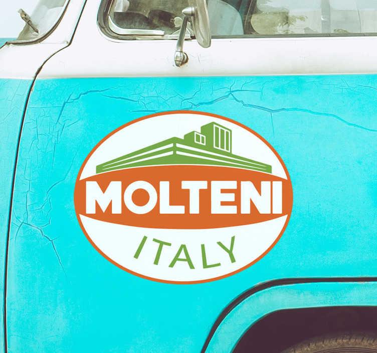 TenStickers. Adesivo per auto Molteni. Se sei un fan del ciclismo, decora la tua macchina con il nostro adesivo per auto con il logo di Molteni, la famosa squadra italiana di ciclismo