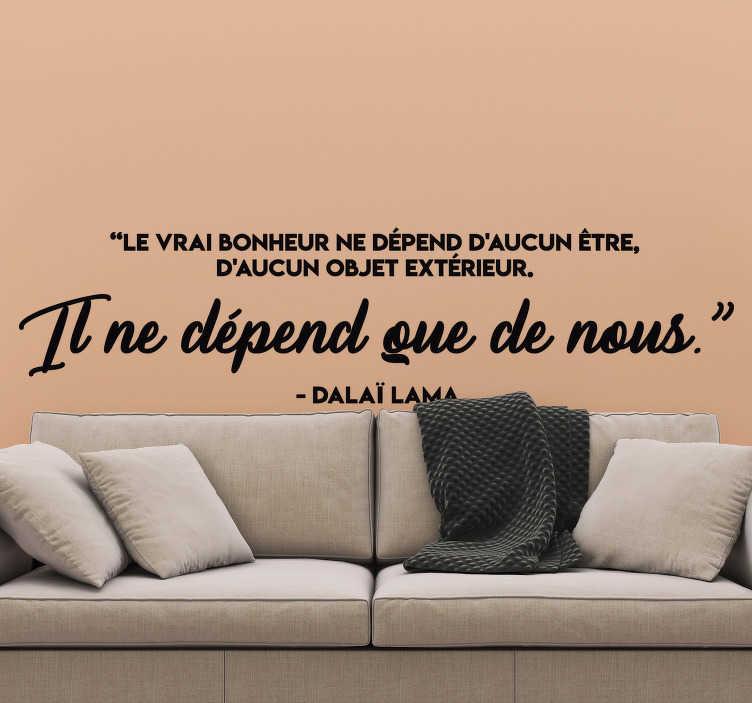 TenStickers. Sticker Maison le vrai bonheur. Accédez au bonheur et à la prospérité avec ce sticker mural pour salon ou salle à manger avec inscription du Dalaï Lama.