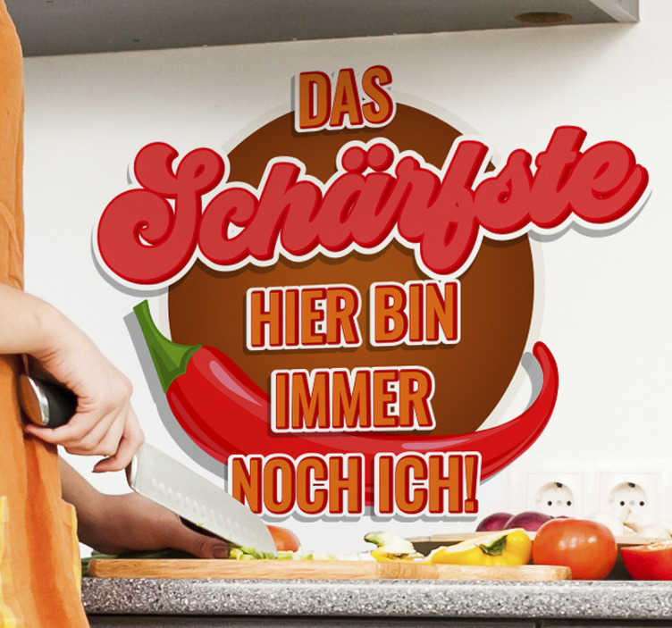 TenStickers. Sticker Essen Küchenaufkleber - Das schärfste. Ein lustiger Spruch den jede/-er Koch/Köchin in seiner Küche haben sollte! Egal ob das Essen scharf ist oder nicht, der Zubereiter ist es ganz sicher.