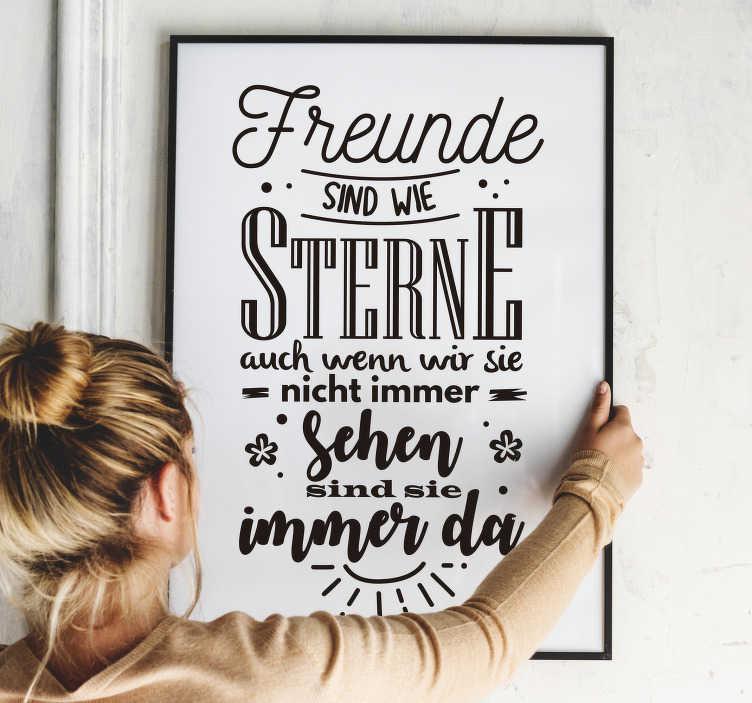 TenStickers. Wandspruch Wandtattoo Freunde sind wie Sterne. Wandtattoo für Zuhause mit Freundschaftsspruch in schönem Design. Für die eigene Wand oder auch als Geschenk gut geeignet.