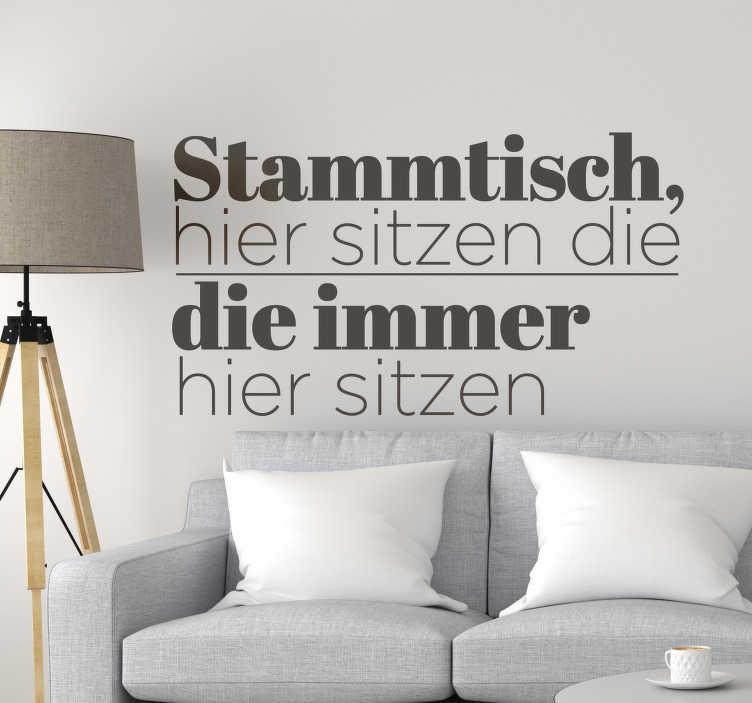 TenStickers. Wandtattoo Wohnzimmer Text Aufkleber Stammtisch. Stammtisch Wandtattoo geeignet für alle Räume in denen Stammplätze vorhanden sind. Egal ob am Esstisch oder auf dem Sofa!