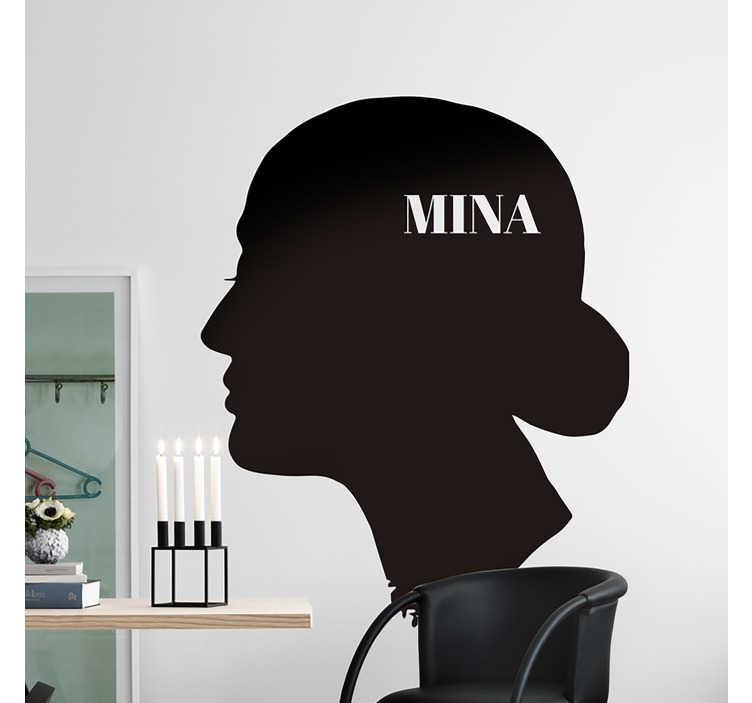 TenStickers. Adesivo murale sagoma Mina. Se sei un fan della leggendaria cantante italiana Mina, allora applica questo adesivo sagoma, che raffigura la forma del suo profilo e il suo nome