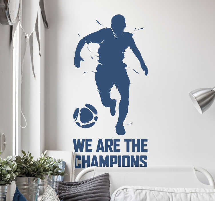 TenStickers. Muurstickers tienerkamer voetbal silhoutte. Deze sport decoratie sticker is perfect om te bevestigen in  uw huis. De decoratie bestaat uit een voetbalspeler die rent met een bal aan zijn voet.