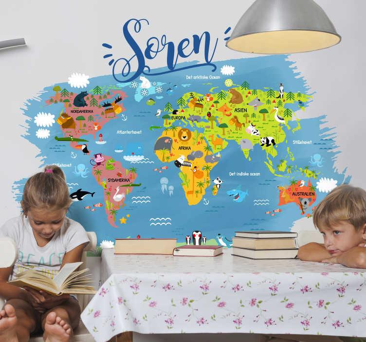 TenStickers. Dyrets verdenskort med navn i dansk vægdekor. Fantastisk børneværelse soveværelse mærkat på verdenskortet med de største dyr på hvert kontinent og ocean på dansk, hvor du kan tilføje et tilpasset navn.