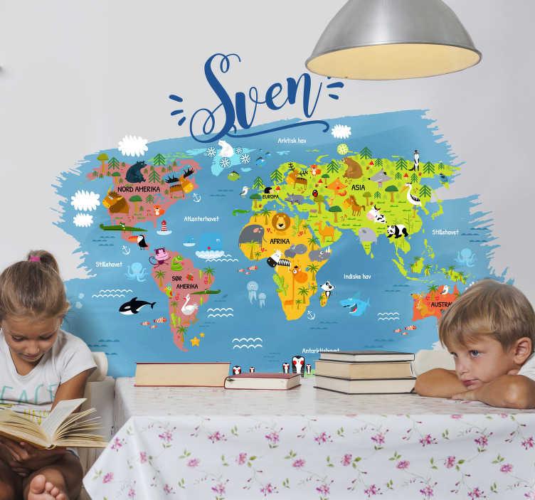 Tenstickers. Verdenskart med navn i norsk veggklistremerke. Barn soverommet vegg klistremerke på verdenskartet fylt med navnet på de viktigste dyrene på hvert kontinent og hav på norsk med tilpasset navn.