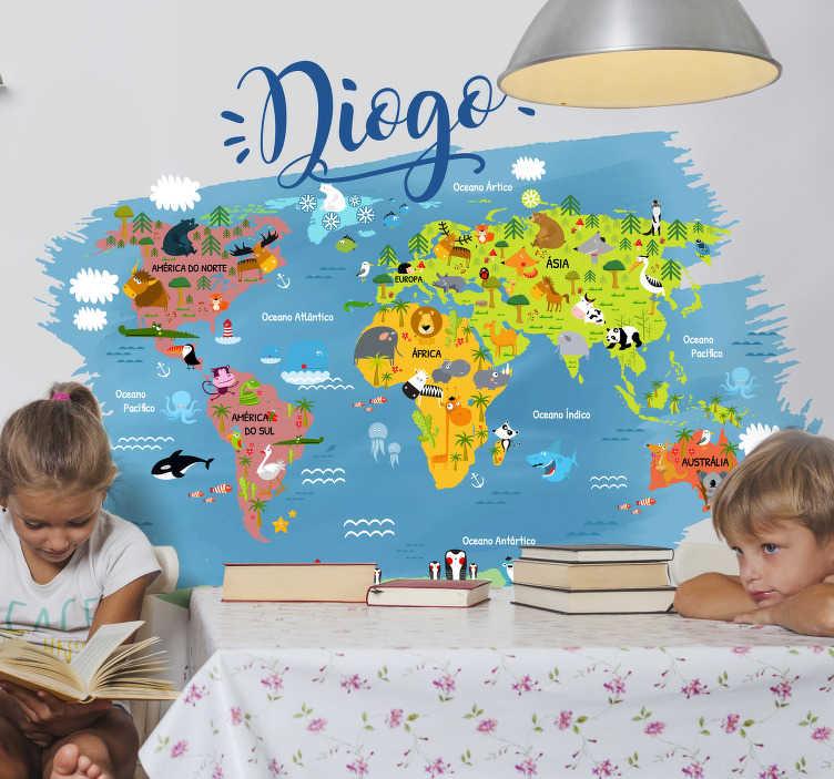 TenStickers. Autocolante mundo Mapa mundo com animais. Autocolante decorativo infantil mapa mundo com animais é a forma perfeita para os seus pequenos iniciarem o seu conhecimento em geografia mundial.