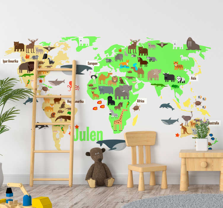 TenStickers. Türk duvar dekorunda adı olan fauna dünya haritası. Türkçe'de dünyanın dört bir yanındaki fauna hayvanlarıyla dolu çocuk odası dünya haritası duvar sticker türkçe küçüklerin seveceği!