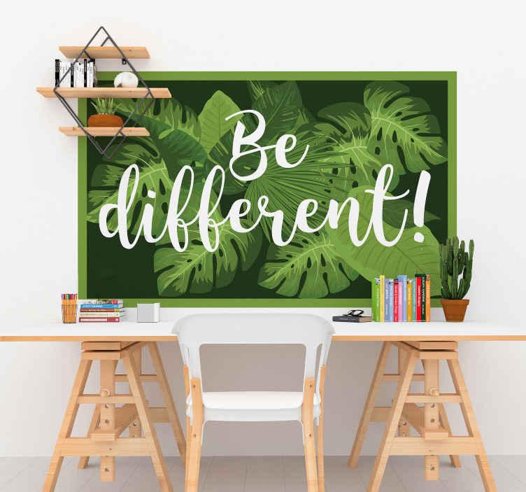 TENSTICKERS. 別のやる気を起こさせるデカールであること. 緑の植物の背景に「異なる」というテキストで設計された装飾的な動機付けのテキスト壁ステッカー。粘着性があり、簡単に塗布できます。