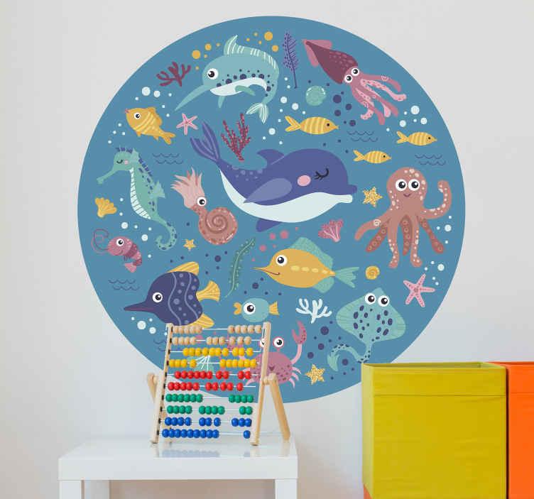 TENSTICKERS. 動物-魚の海魚壁デカール. 子供のための装飾的で教育的な海洋動物ウォールステッカー。デザインは素晴らしい色と海の背景のさまざまな海の動物で構成されています。