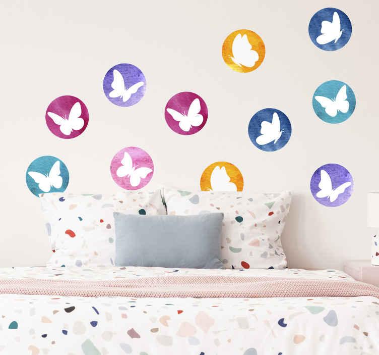 TENSTICKERS. 蝶の動物蝶のデカール. 子供の寝室を美しくする装飾的な蝶の壁のステッカー。デザインは異なる色の背景に蝶のプリントで作られています。