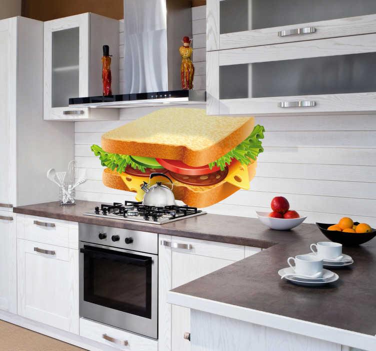 TenStickers. Muursticker sandwich. Deze muursticker omtrent een goedgevulde sandwich, geschikt ter muurdecoratie in de keuken. Afmetingen aanpasbaar. Express verzending 24/48u.