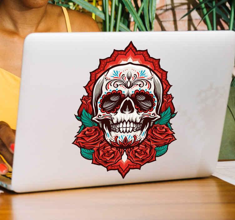 TENSTICKERS. スカルラップトップスキンデカール. 奇妙で恐ろしい装飾を愛する人々のための花で恐ろしいスカルのデザインが施された装飾的なラップトップのステッカー。