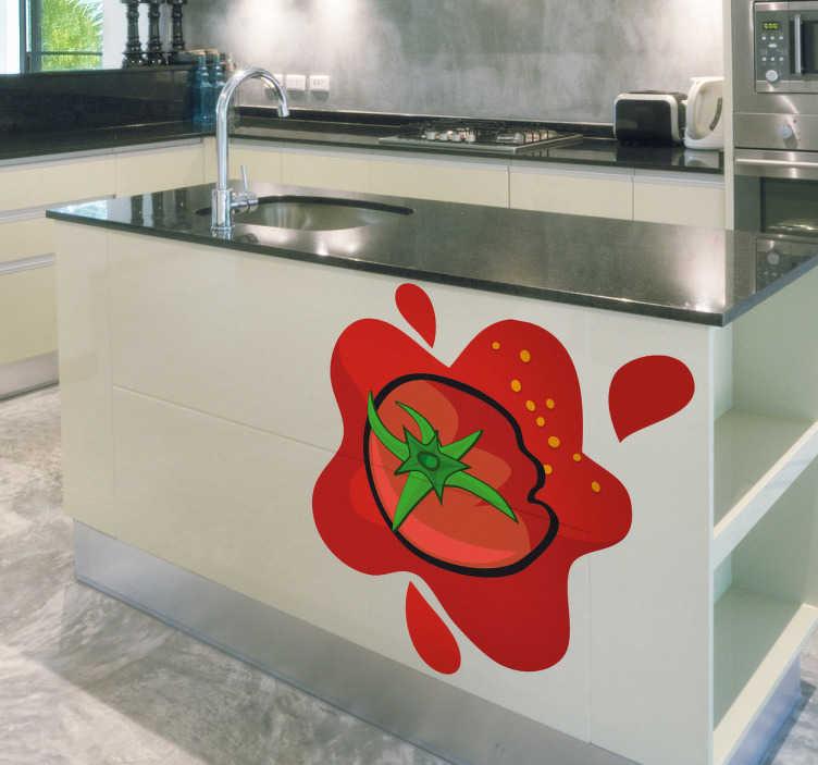 TenStickers. Knust tomat klistermærke. Køkken klistermærker - rød tomat klistermærke til et strejf af farve og smag til dit køkken. Høj kvalitet køkken klistermærke viser en tomat og en splat af rød tomatsaft
